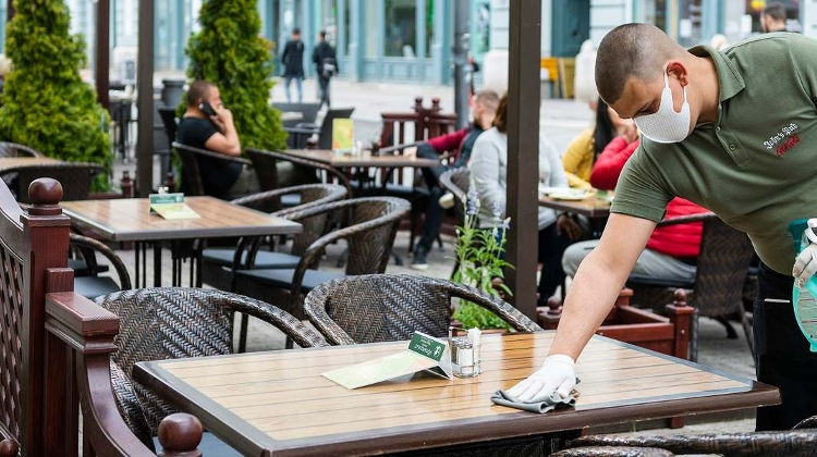 Outdoor Catering To Reopen After 3.5 Million Vaccinated, Announces PM Orbán
