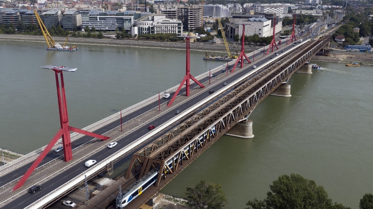 New Track Completed Across Budapest Railway Bridge Over Danube