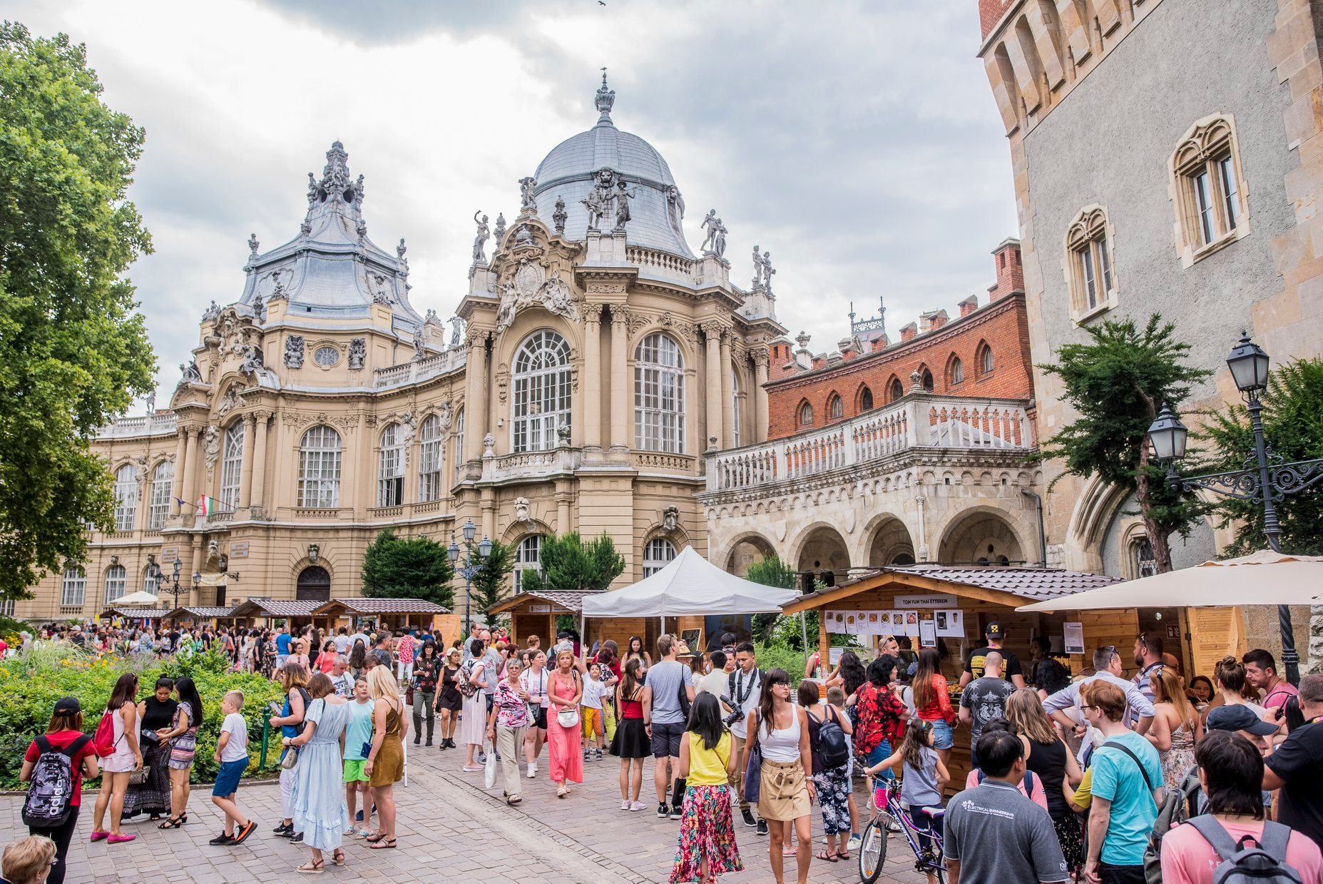 See What Happened @ Annual Thai Festival In Hungary At Vajdahunyad Castle