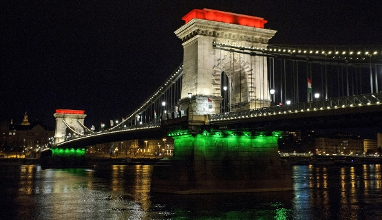 Chain Bridge Budapest Before Renovation