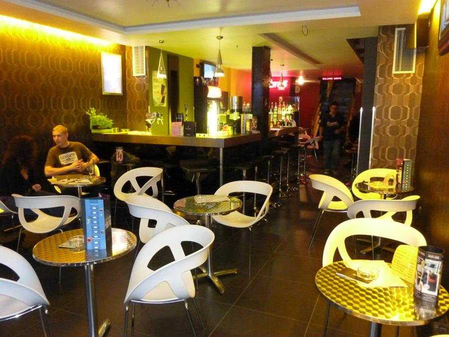 "Xpat Pub Review: ""Dis Is De Place!"" In Budapest"