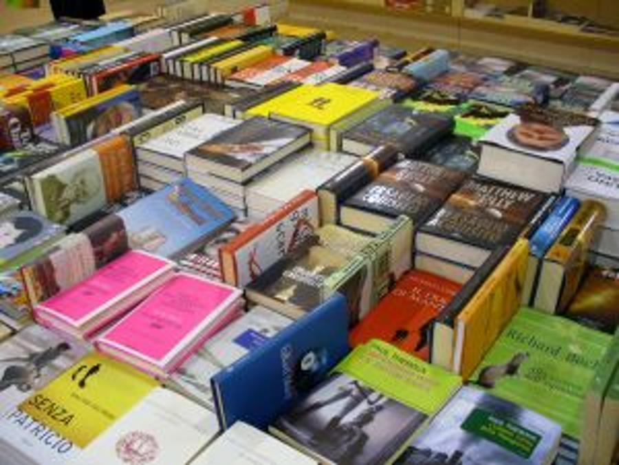 Lira Sees Uncertain Book Market In Hungary In 2012