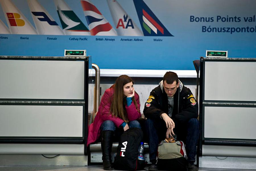 Malév Grounded, Hungarian Airline Crisis Advice