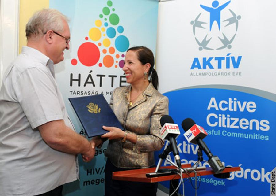 Active Citizenship Award Given By U.S. Embassy To Háttér In Budapest