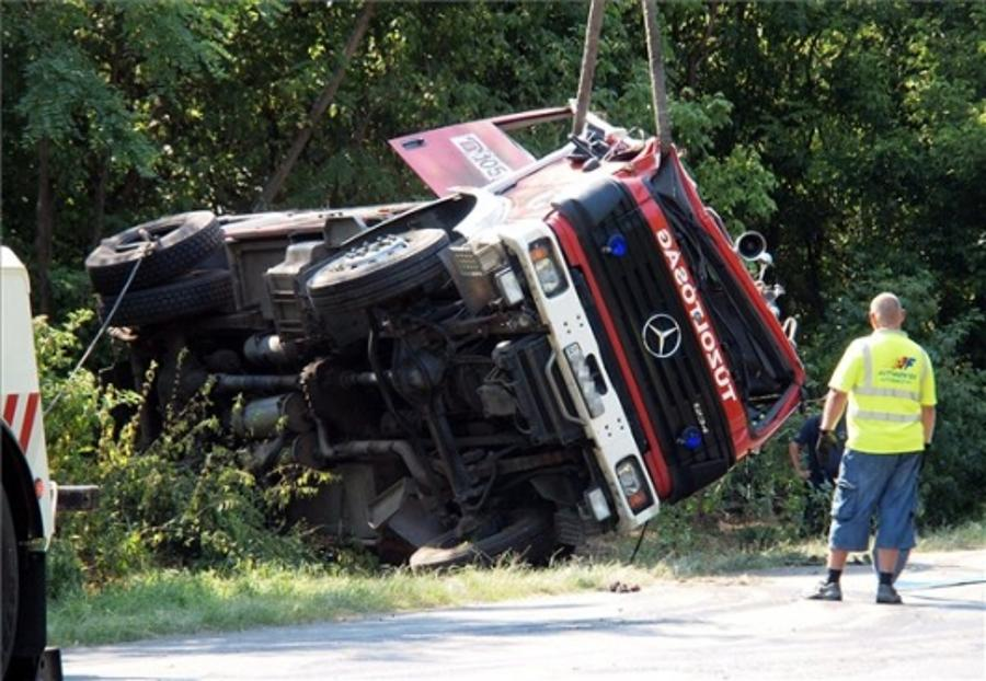 Hungarian Fire-Fighter Dies As Vehicle Overturns