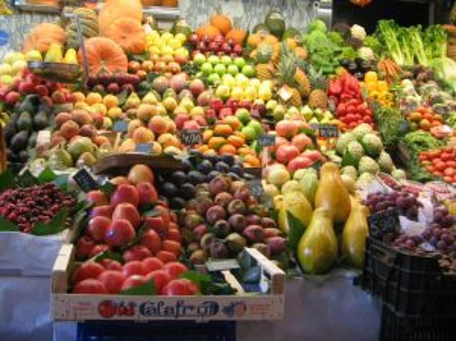 Police Raid On Market In Budapest Nets 66 Tons Of Produce