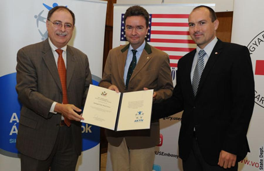 U.S. Embassy's Active Citizenship Award To Red Cross In Hungary