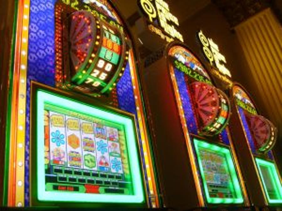 Cabinet To Outlaw Slot Machines In Hungary