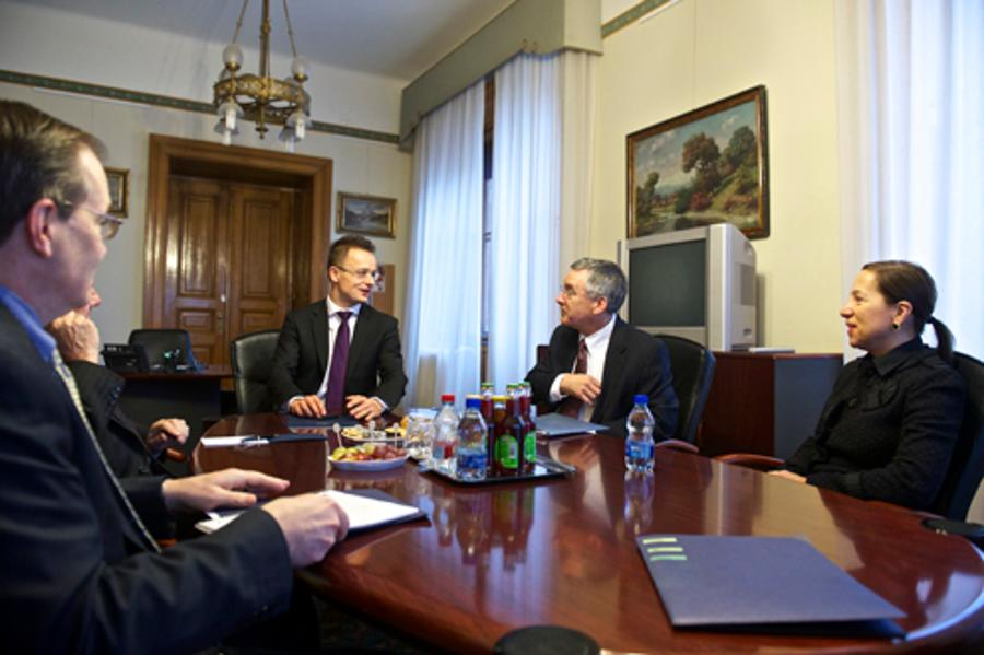 U.S. Embassy Press Release: Brent Hartley Visits Budapest