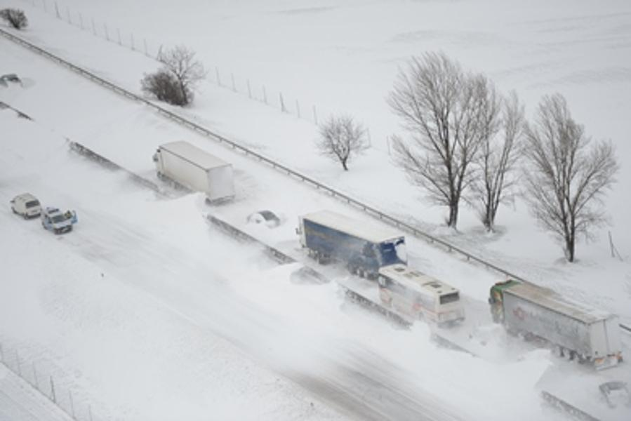 Two Die, Thousands Stranded In Snow In Hungary