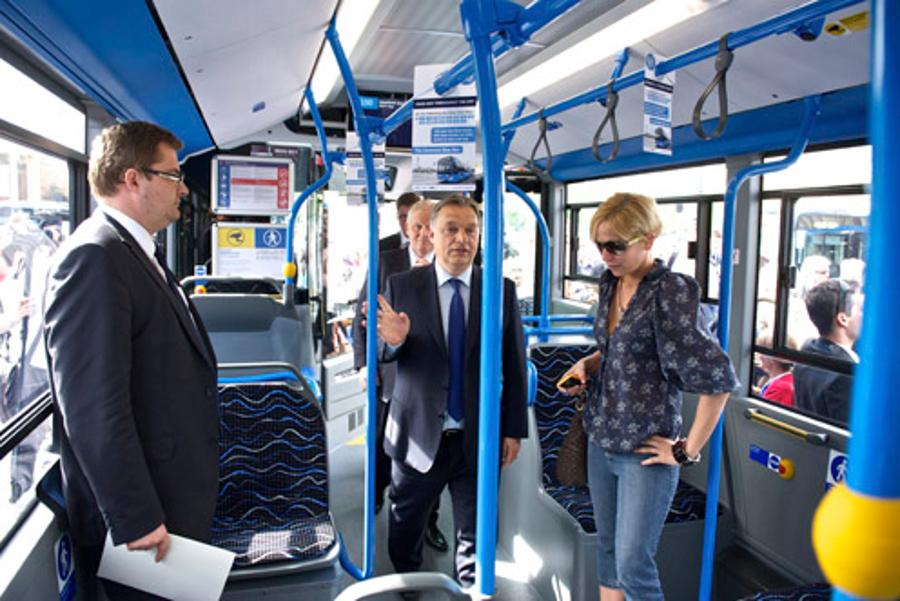 PM Welcomes Delivery Of New Buses In Budapest