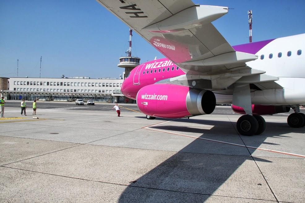 Incredible: Airbus Pulled With Teeth At Budapest Airport