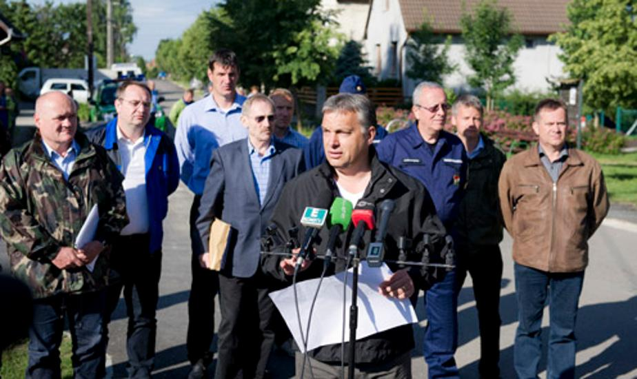 Hungarian Solidarity Overcoming Flood Of The Century