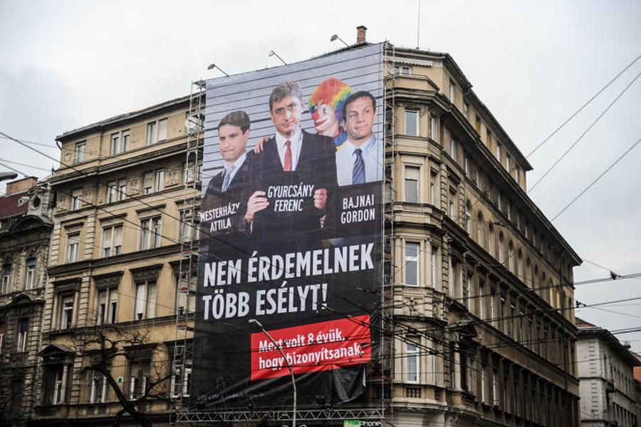 Hungarian Opposition Socialist Party Leader Mesterházy Sues Over CÖF Posters