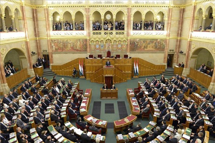 MPS Adopt Committee Structure For New Hungarian Parlt