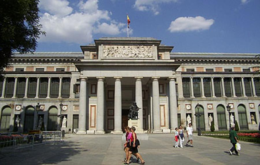 Hungarian Museums Present Masterpieces On Outdoor Digital Displays In Madrid
