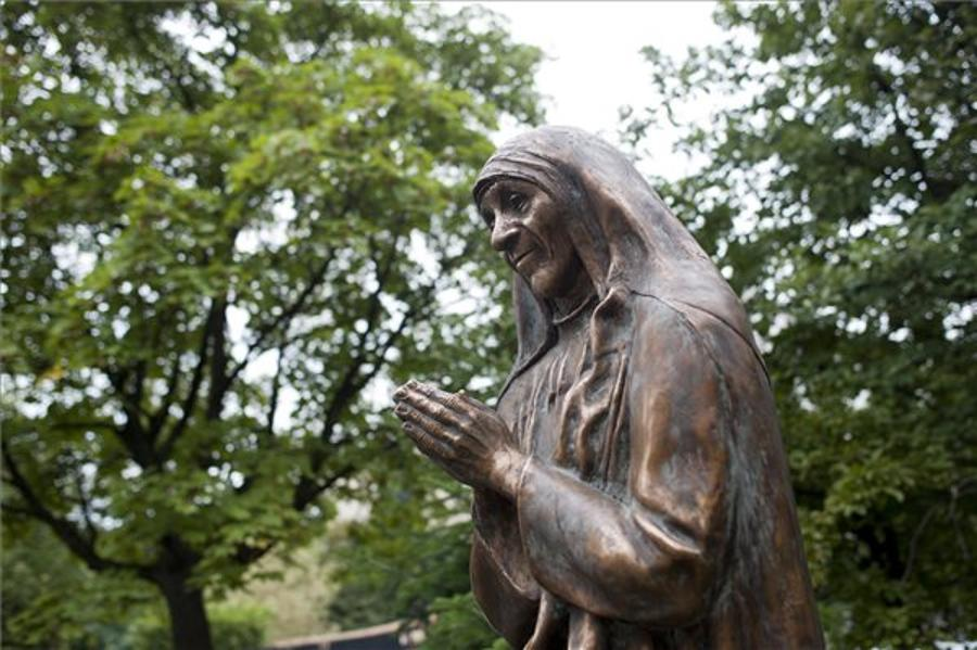 Mother Teresa Statue Unveiled In Budapest To Mark Intl Charity Day