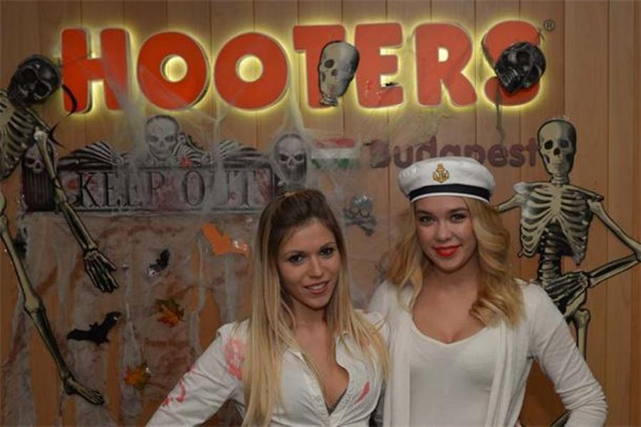 See What Happened @ Hooters Budapest Halloween