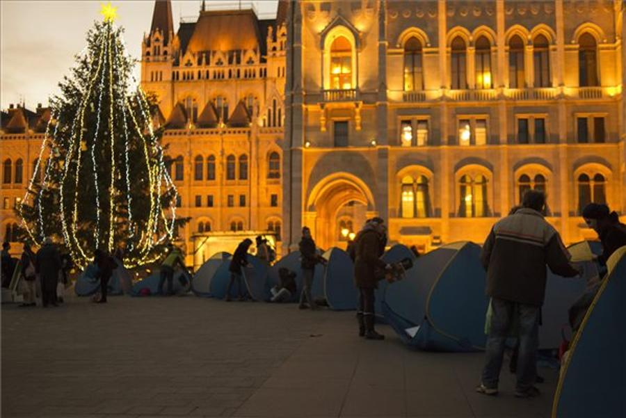 "Protest At Hungarian Parliament Against ""Persecution Of The Homeless"""