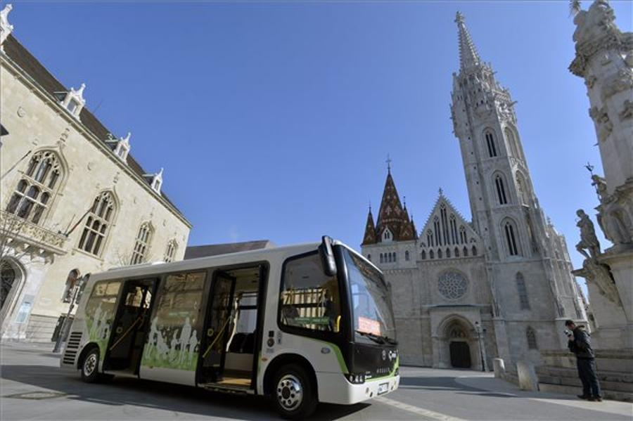 Electric Buses Tested In Buda Castle