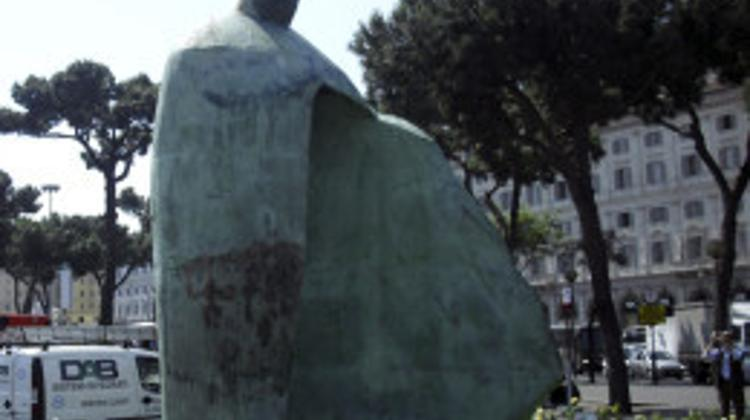 Hungarian Town Tata Ready To Take Over Pope Statue From French Town
