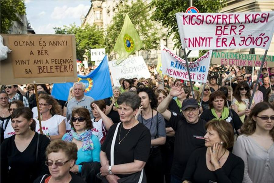 Hungarian Welfare Workers Demonstrate Against Low Wages