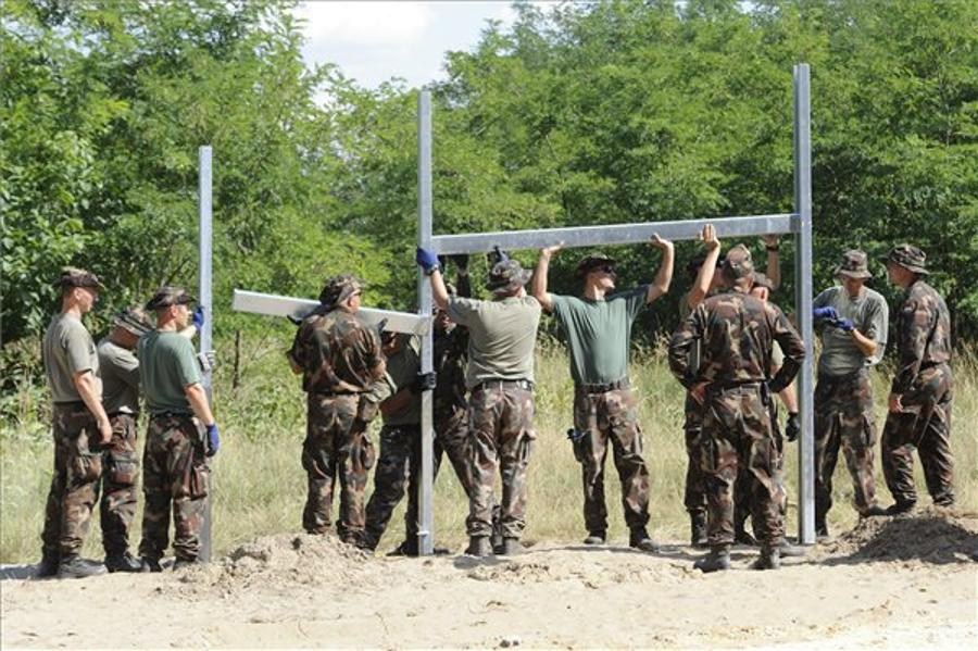 Hungarian Army Ready To Build Border Fence