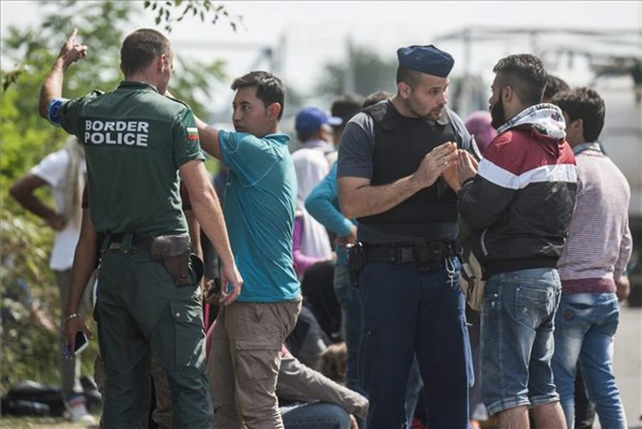 Hungarian Police Use Tear Gas, Two Migrants Detained