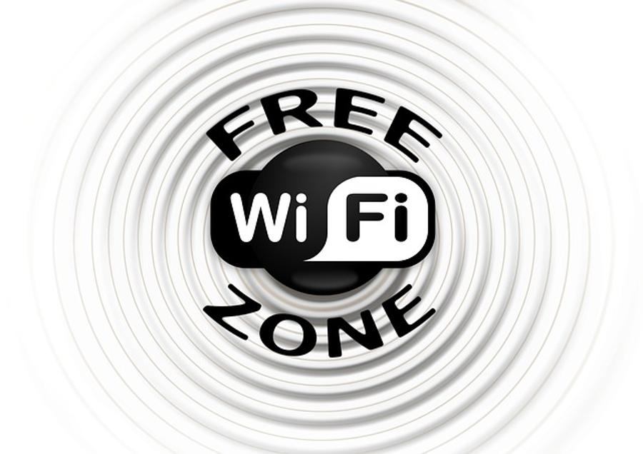Free WiFi Available In And Around Hungarian Parliament