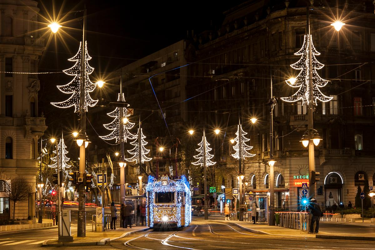 Video: Christmas Mood On Budapest Trams