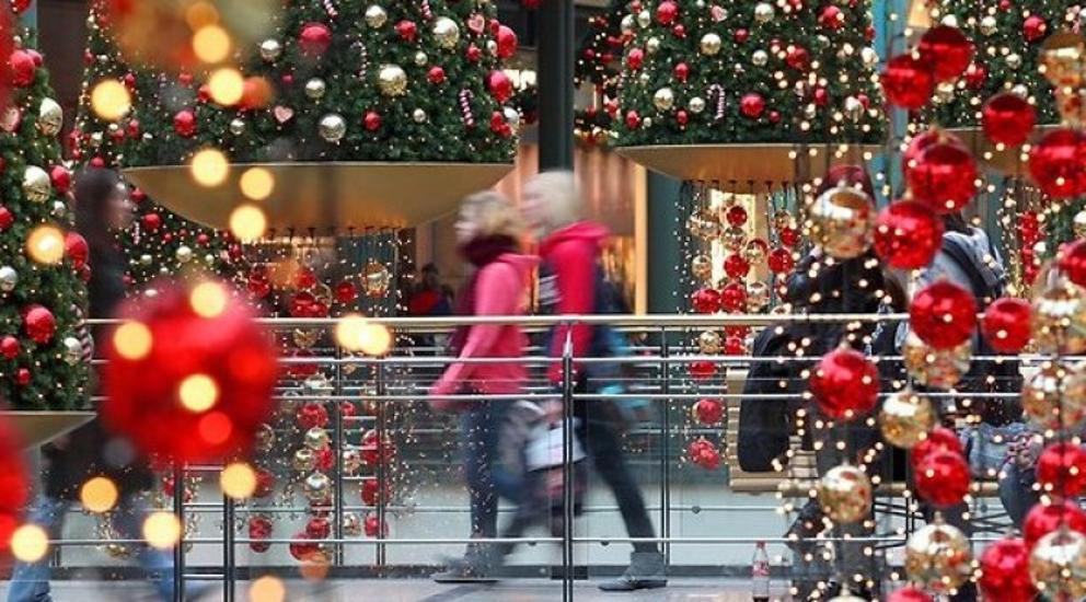 Third Of Hungarians Spend Savings On Christmas Gifts, Survey Reveals