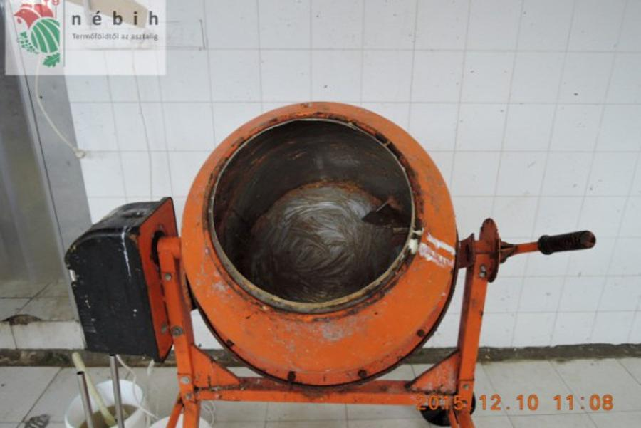 Video Article: Busted: Gyros Was Made In Cement Mixer In Hungary