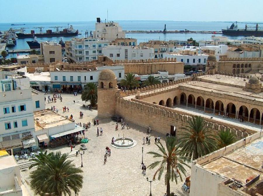 Hungarian Ministry Warns Tourists Of Curfew In Tunisia