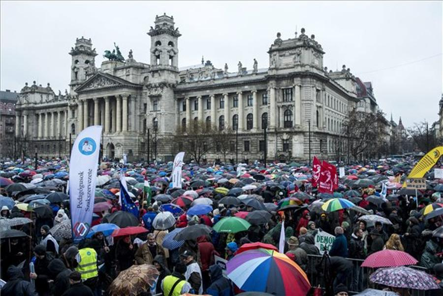 Xpat Opinion: Teachers' Rally In Budapest
