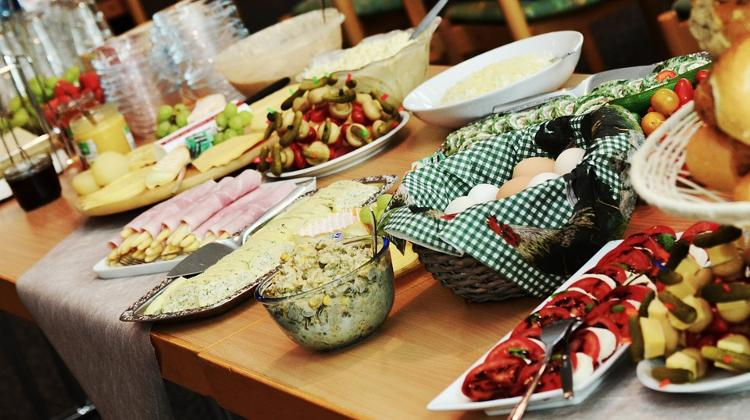 Hungarians Prefer Dining At Home?