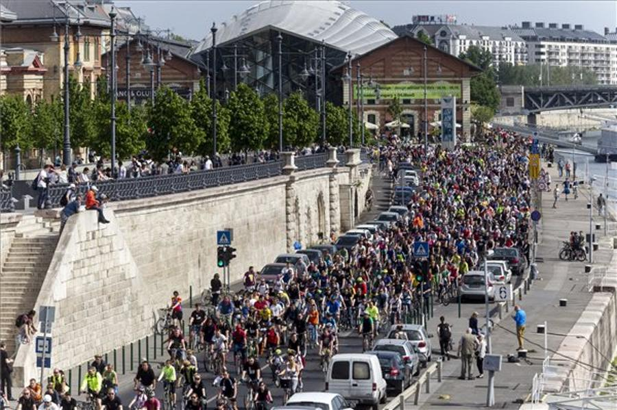 Budapest Cyclists Pedal For Better Roads On 23 April