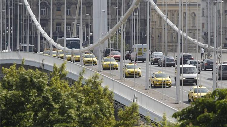 Budapest Taxi Drivers End 6th Anti-Uber Demo