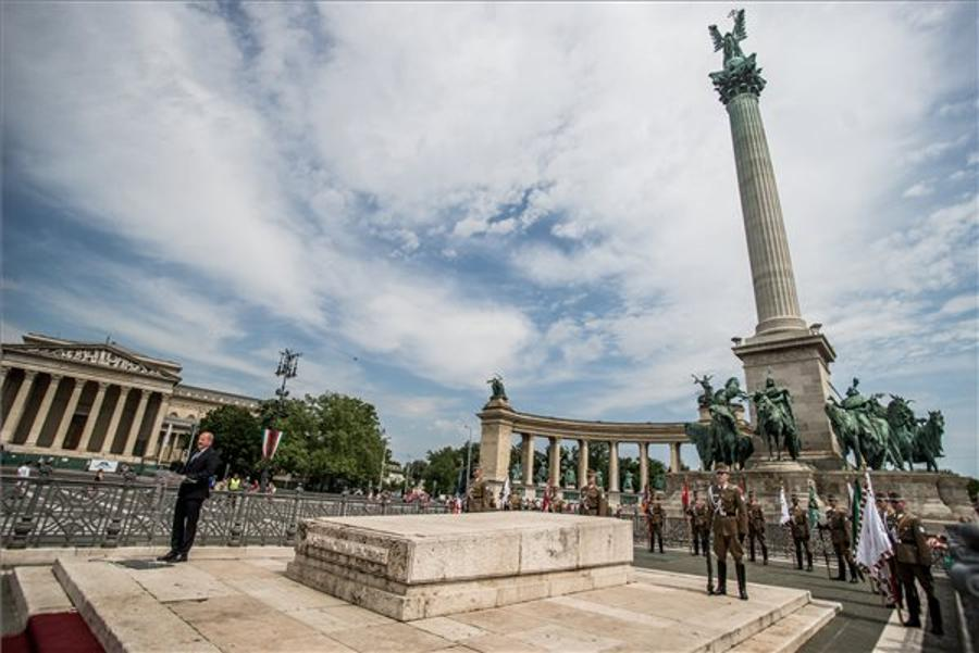 Hungary Marks Heroes' Day