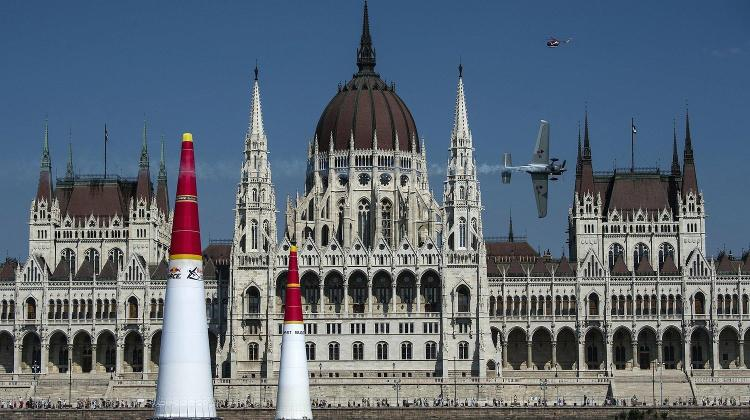 Video: Red Bull's Air Race Back In Budapest, 16 - 17  July