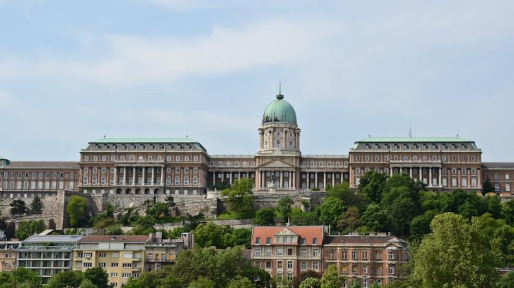 Bus Traffic To Buda Castle Temporarily Limited