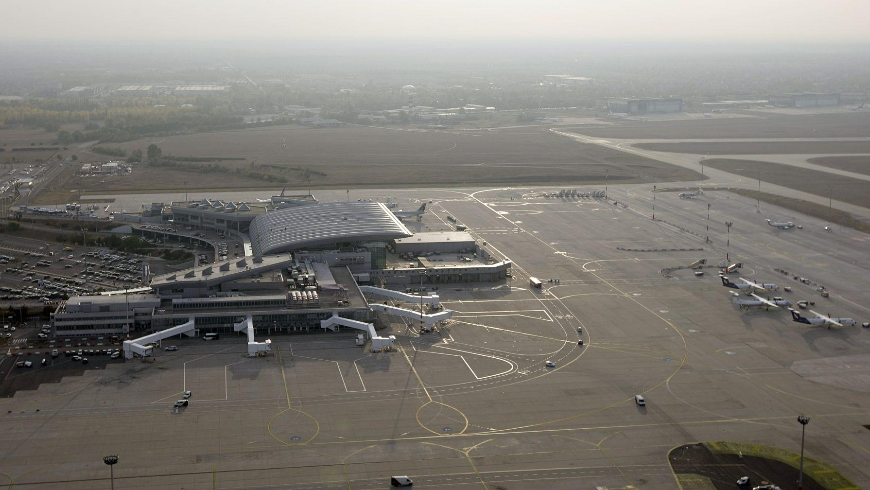 Residents Object To Budapest Airport Noise