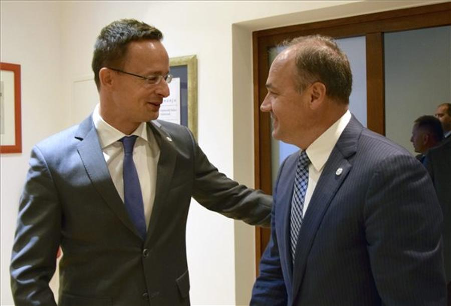 Hungary's Foreign Minister Meets Croatian, Romanian Ministers In Dubrovnik