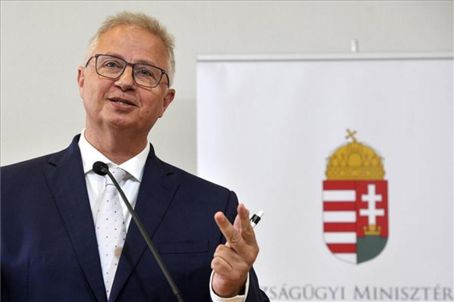 Trócsányi Sees Moral Code For Mayors In Hungary