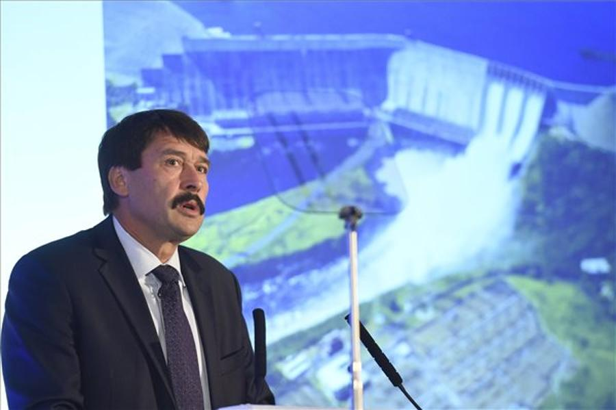 Áder Warns Of Impending Water Crisis At FT Water Summit