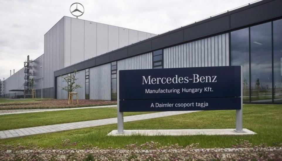 Night Shift Workers Hold Two-Hour Strike At Mercedes-Benz Plant In Kecskemét