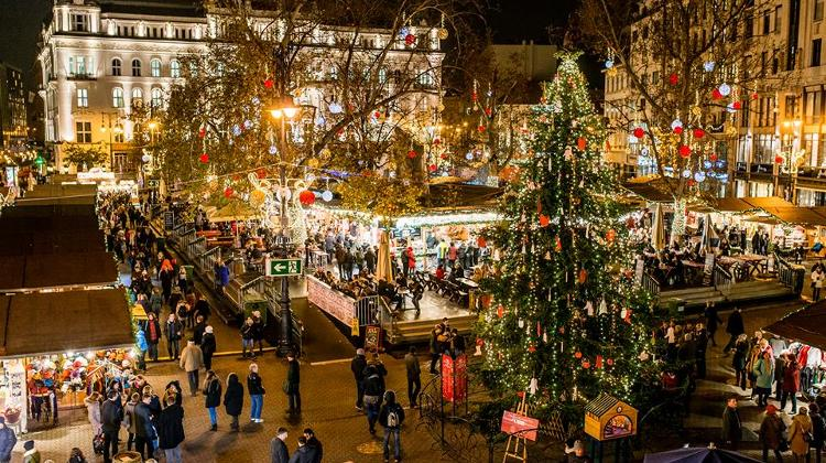 Video: Christmas Fair, Vörösmarty Square