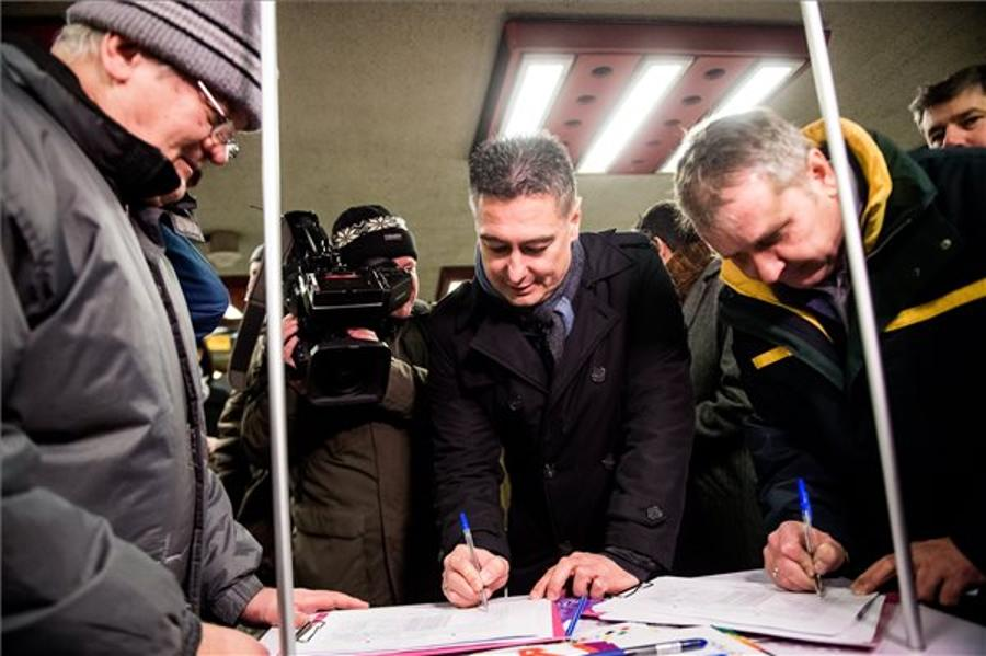 Magyar Opinion: Young People Collect Signatures Against Budapest's Olympic Bid
