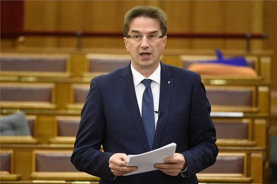 Völner: Brussels Wants To Punish Hungary Over Migrant Issue