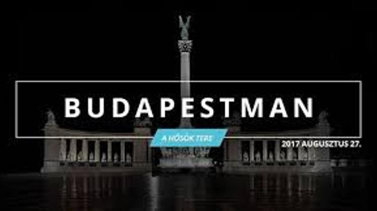 'Budapestman', Heroe's Square, 27 August