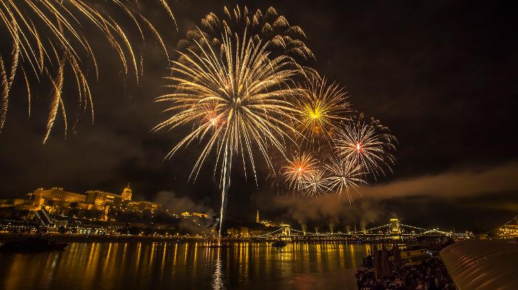 Enjoy Fireworks & A Delicious Dinner At Columbus Boat On 20th August